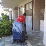 Pulizia con macchina pulitrice